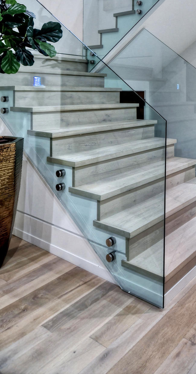 Contemporary-Glass-Stairs