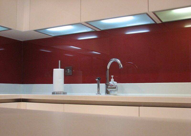 glass dark red splashback